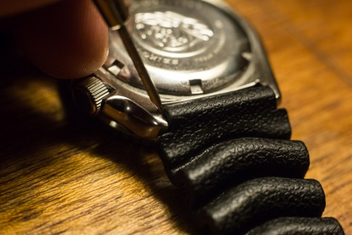 Strapcode Super Oyster Review – Removing Rubber Strap