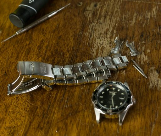 Invicta 8932 Pro Diver Unboxing – Removing Bracelet