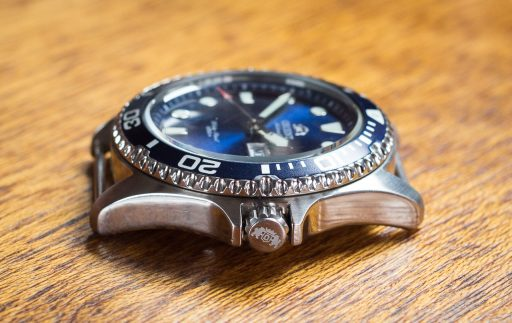 Orient Ray II Dive Watch Review – Case right side